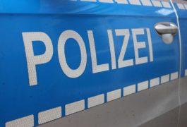 Mann mit Messer bedroht - Polizei beendet zwei Schlägereien am Samstag