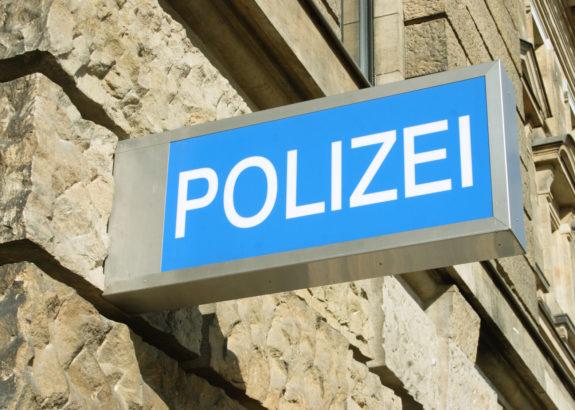 Männer treten auf 21-Jährigen ein – Polizei ermittelt wegen versuchten Tötungsdeliktes