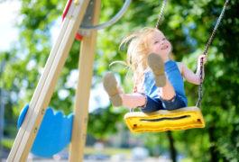 Spielplatzeröffnung im Schlosspark – Kinder und Jugendliche gestalten neue Fläche