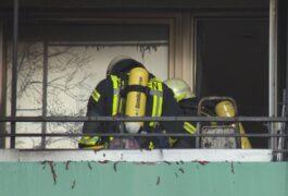 Abfall auf Balkon führt zu Brand in Huchting – Eine Person verletzt