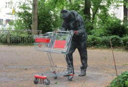 Plötzlich hat Bremen ein neues Kunstwerk - Bronze-Statue am Wall stellt Bremer vor ein Rätsel