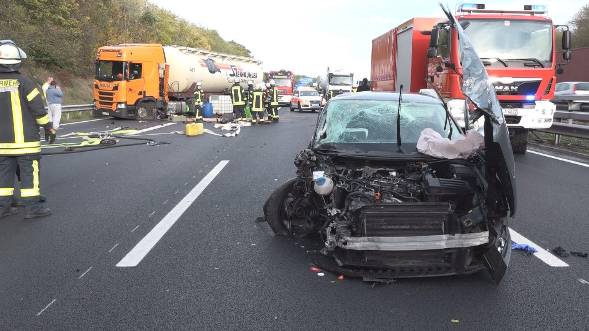 Schwerer Unfall auf A1 - Vollsperrung zwischen Oyten und