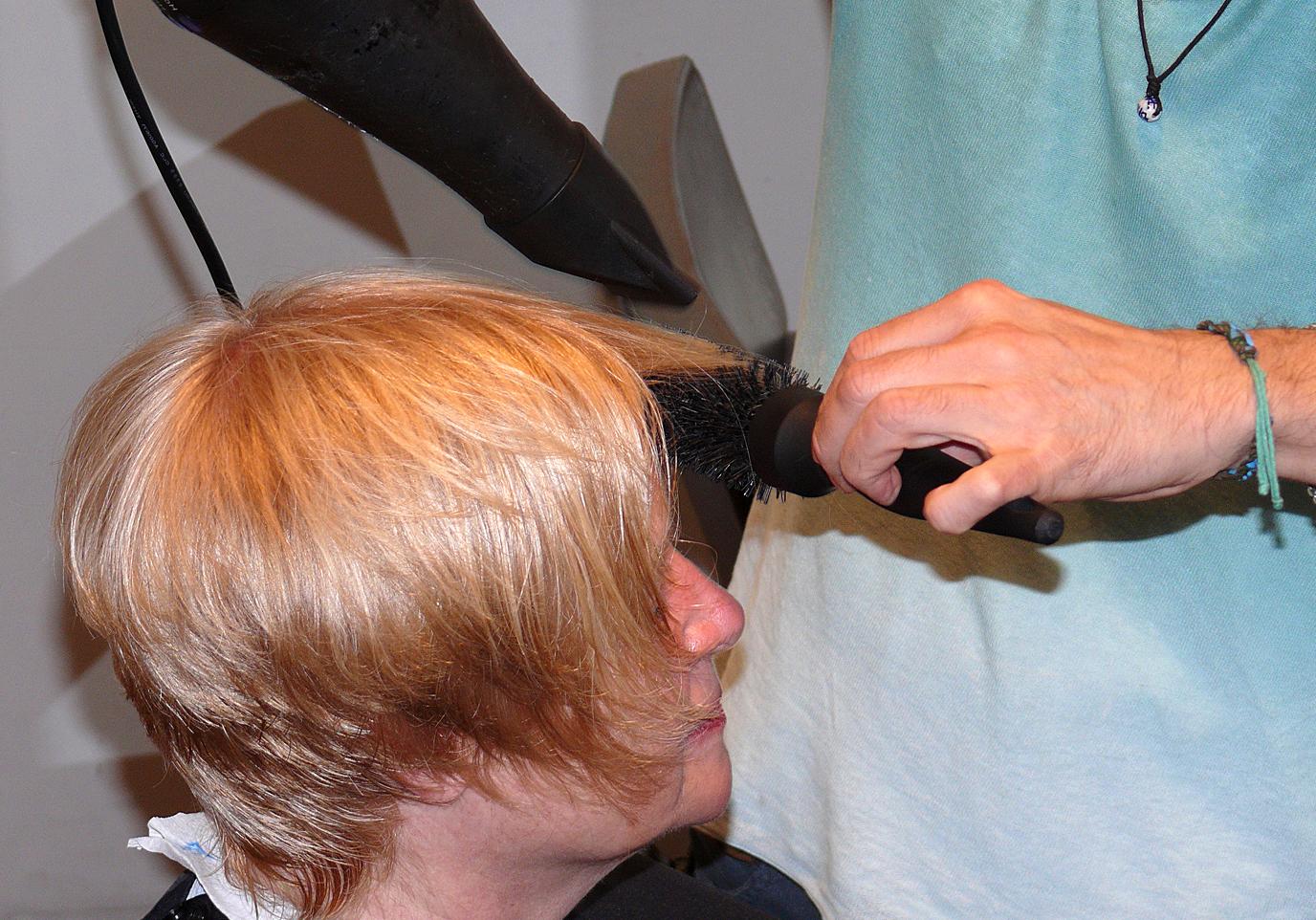 Bremer Friseure dürfen Hausbesuche machen – Nur wusste davon keiner