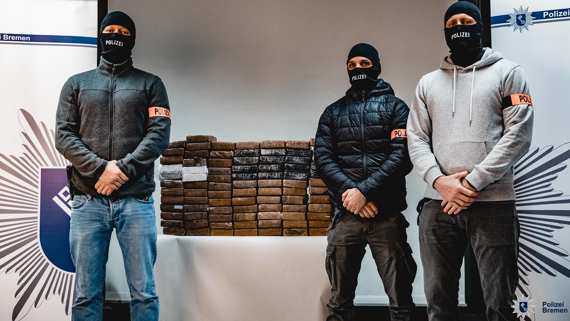 Polizei gelingt Schlag gegen Drogendealer – Mehr als 85 Kilo Kokain, Bargeld und Waffen sichergestellt