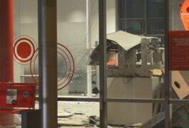 Unbekannte sprengen Geldautomat in Sparkassen-Filiale