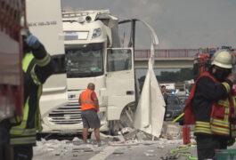 Schwerer Unfall auf der A1 - Zwei Fahrstreifen gesperrt