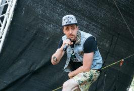 Live und gratis: Danger Dan gibt Konzert auf dem Parkdeck Pressegarage Martinistraße