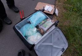 Zoll erwischt Koffer voller Drogen